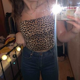 Populära leopard linnet från Gina Tricot. Använd endast 1 gång så den är i toppen skick. Super fin verkligen🥰