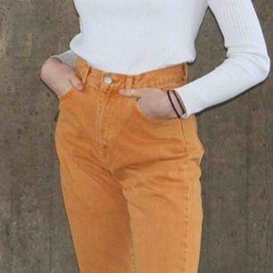 Splitternya jeans!!! Säljer ett par riktigt snygga orangea jeans från Dr. Denim, säljer pga för små!! (: Frakt ingår!!!