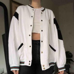 Asball tröja/jacka köpt vintage💚 visas på mig som vanligtvis har storlek medium, frakt tillkommer🧡