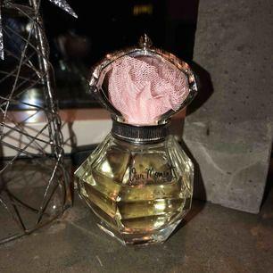 Parfym som aldrig kom till användning för mig, passar en yngre syster kanske (julklappstips) !!!