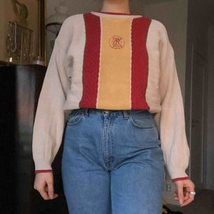 Jättefin stickad tröja, skulle vara jättesnygg avklippt men även som den är nu, frakt tillkommer❣️