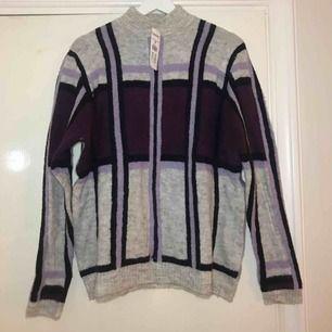 Oanvänd tröja från Kappahl med prislappen kvar. Frakten ingår i priset😊