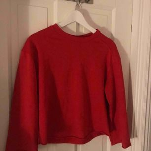 Skitsnygg tröja från Zalando. Är avklippt på både armar och midja (var så när jag köpte den). Väldigt bra skick 💓🥰