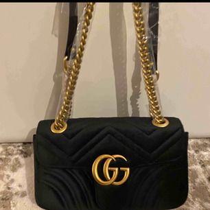 Gucci velvet,dustbag medföljer