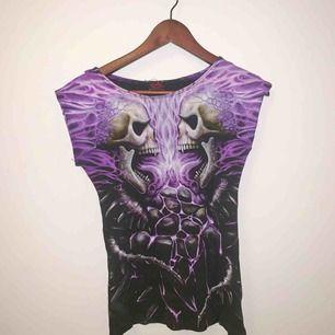Goth tröja med tryck på båda sidor så organell och ball! ☂️