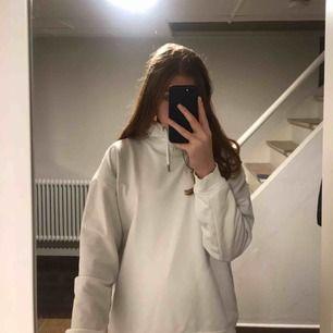 jättefin plain hoodie från stadium<3 nypris 150kr. säljer pga inte min stil, har använt den få gånger!