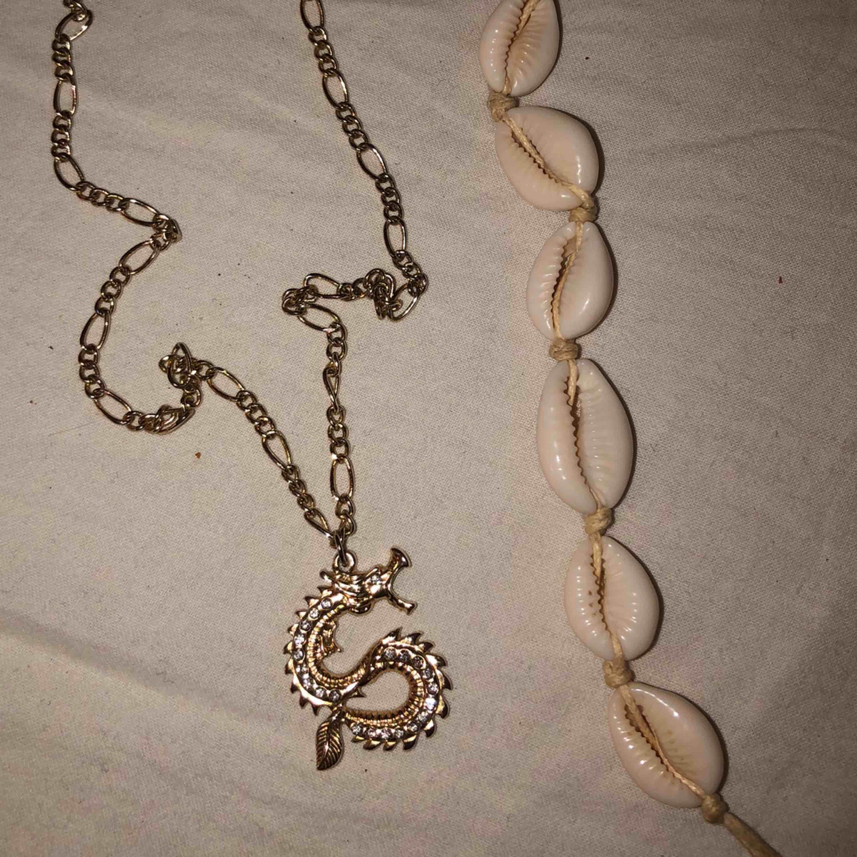 Två fina halsband! . Accessoarer.