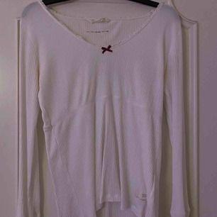 odd molly tröja strl 3 = M/L kan mötas upp i jönköping eller fraktas, köparen står för frakt