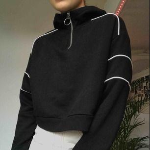Svart hoodie