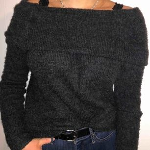 Fin stickad tröja från BikBok, säljer då den inte kommer till användning🌸
