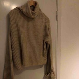 Beige turtleneck tröja från Gina tricot!