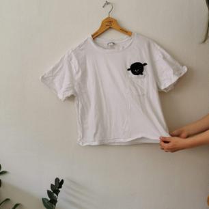 Oversized t-shirt från monki! Knappt använd!