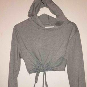 grå kropp-hoodie i storlek s bara att fråga efter fler bilder (på m.m) priset är ikl. frakt