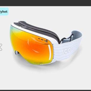 Säljer dessa skidglasögon från scott. Köpta på skistars affär i Tandådalen vid påskas o använda 2 dagar. Nypris: 2107kr Mitt pris: 1500kr eller bud. 💗