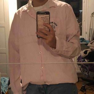 Finfin rosa och vit-randig skjorta! Fint skick också!💞💖💘