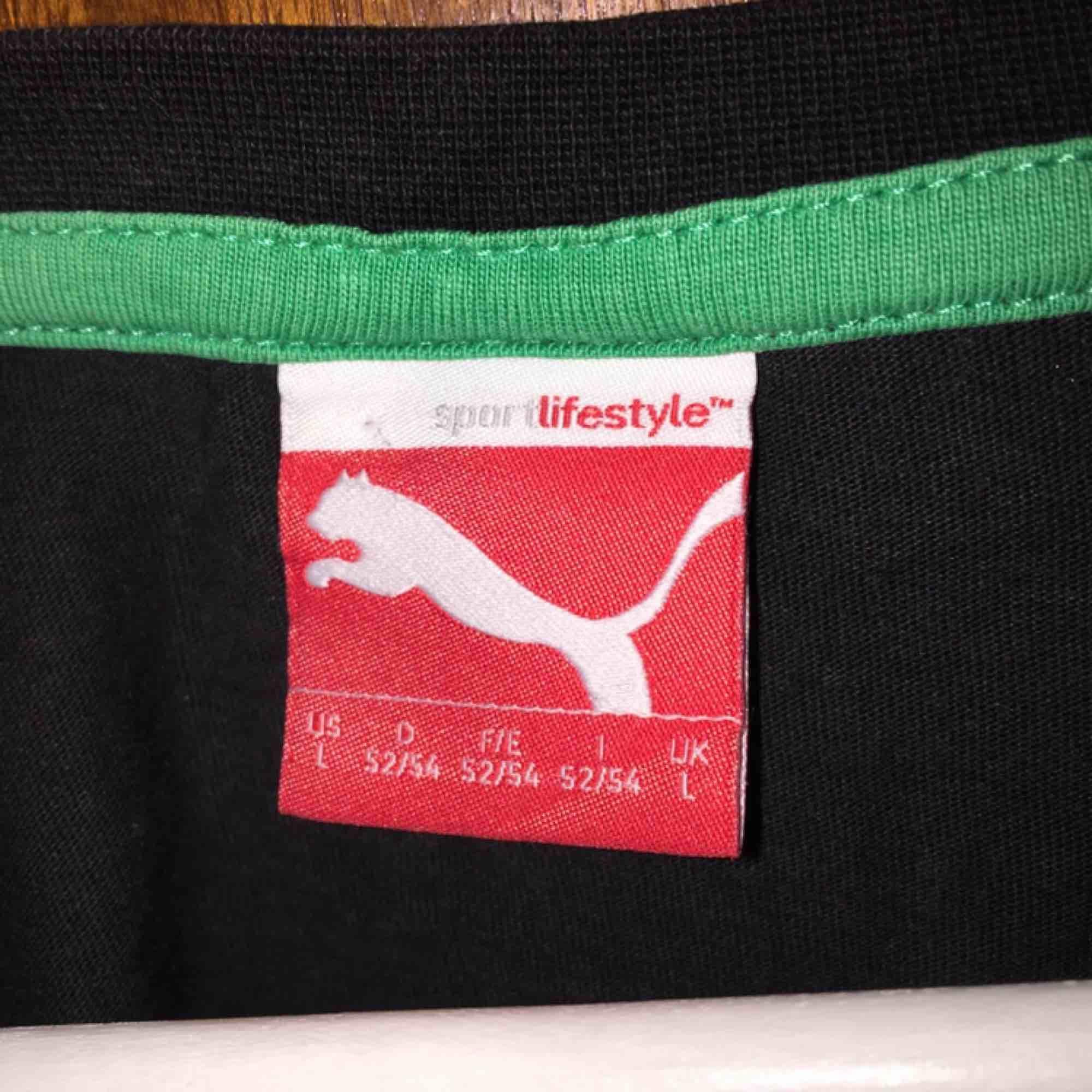 säljer en cool cropad T-shirt från Puma❤️. Toppar.