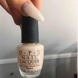 """OPI nagellack i färgen """"Barre my soul"""", 50% kvar i mycket bra skick! Säljs då jag har flera lack i samma färg. Möts & fraktar (+18kr)💕"""