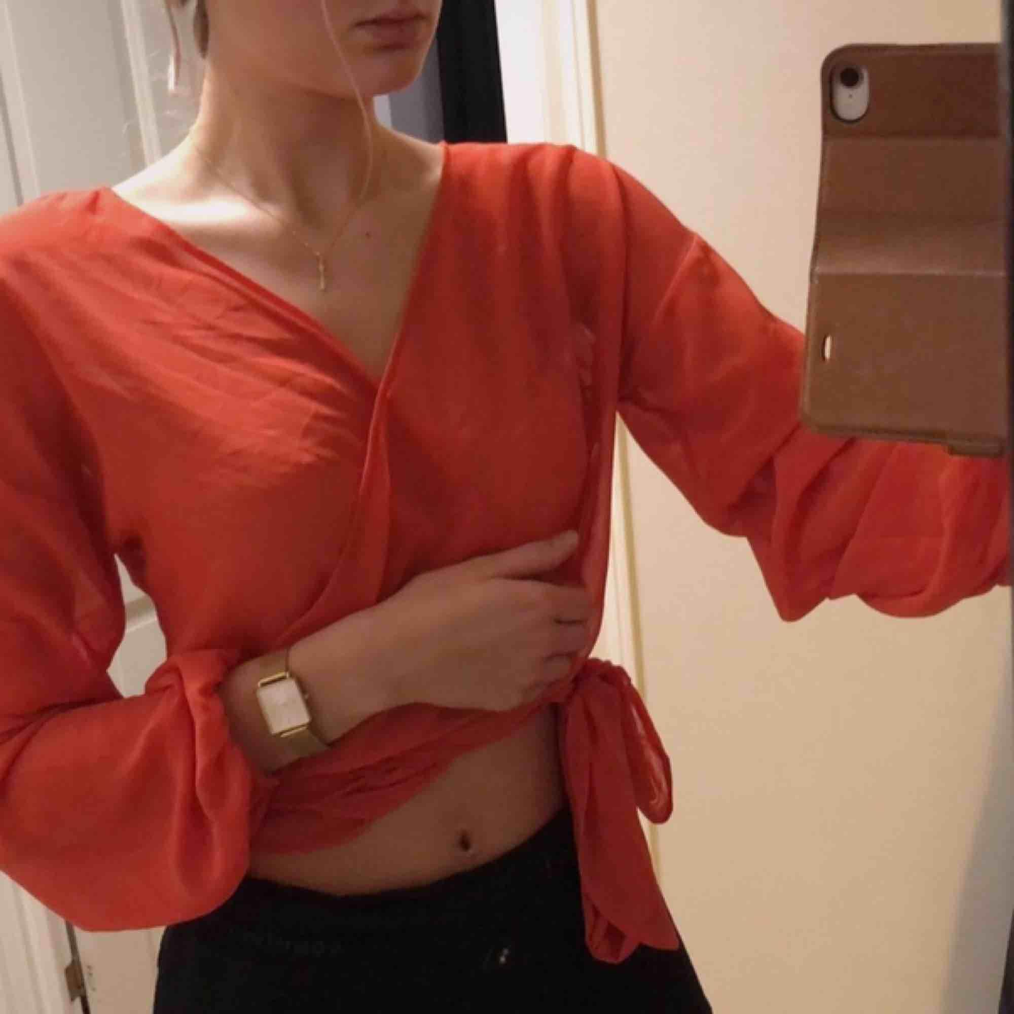 Fin tröja köpt på bikbok för ca ett år sen endast använd en gång på midsommar. Toppar.