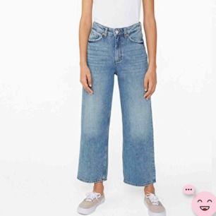 Snygga vida jeans med en snygg färg från monki! Köpta för 450kr! Högst budgivning får dem!💕