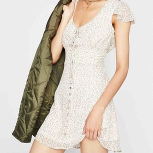 Jättesöt klänning från dollskill som tyvärr är för stor för mig! 300 inklusive frakt, orginalpris är ca 500kr !! ❤️