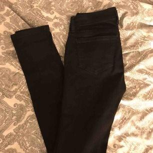 Helt nya jeans från bikbok, ganska låga i midjan 100kr+frakt