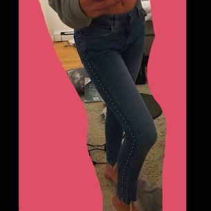 Säljer mina zara jeans som är i bra skick💞