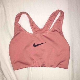 Äkta Nike sport bh, använt ngr gånger förra året men den är förliten nu👍🏼💞