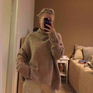 Säljer denna fina stickade tröja pga kommer inte till användning längre! Super fint skick! Kan mötas upp i Västerås eller så står köparen för frakten🥰