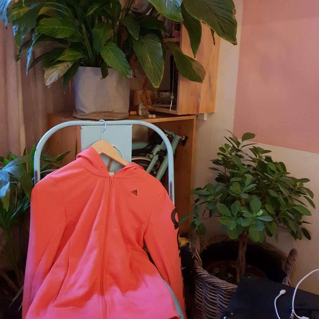 Koral Rosa Adidas goodie i mycket gott skick. Använd 1 gång🌸. Övrigt.