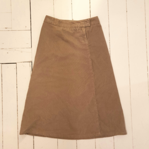 Galet fin manchester kjol! Säljer för att den inte passar mig så bra. Den gå ungefär ner till vaderna i längden🌱