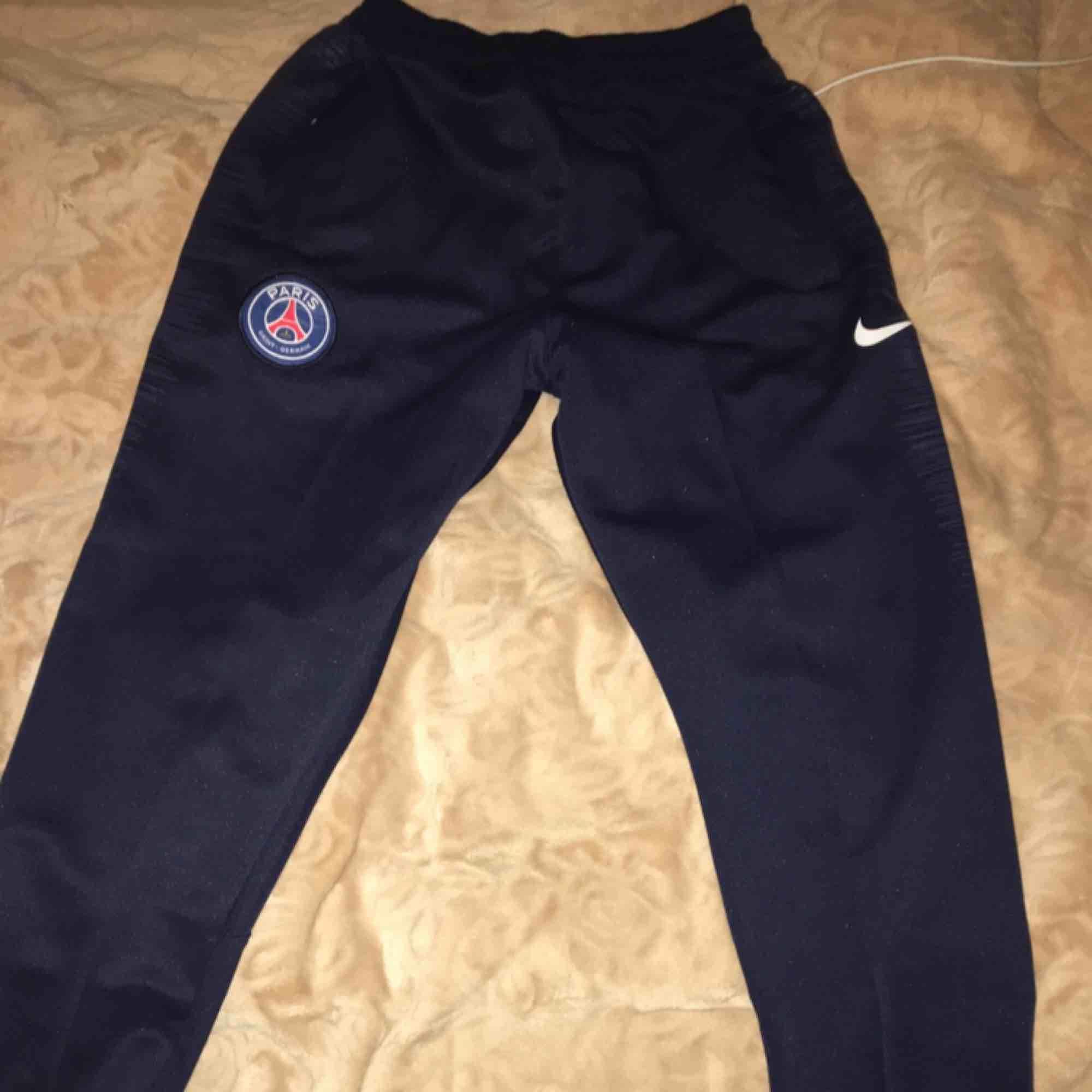 HELT NYA aldrig använd Storlek S Mörkblå färg . Jeans & Byxor.