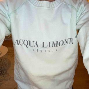 Mintgrön tröja från Acqua Limone. Aldrig använd. Storlek: XS Köpt för 900, säljer för 700.