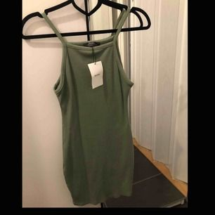 Helt ny klänning från bershka. Storlek XS. 115kr + 36kr frakt.   GÅR INTE NER I PRIS!