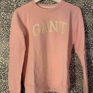 Rosa sweatshirt från Gant, använd endast en gång så fint skick.