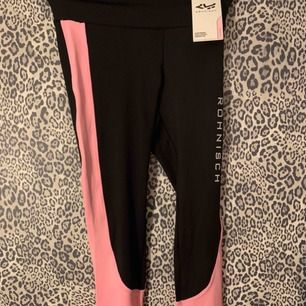 Helt nya rosa och svarta Röhnisch träningstights. Jätte sköna! Storlek XS men passar även mig som har S.