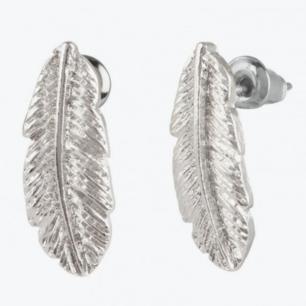 Lövformade örhängen. ( Köparen står för frakten 9kr )