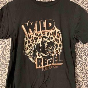 T-shirt från Gina Tricot som aldrig är använd.