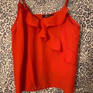 Rött linne från Gina Tricot, använd endast en gång!