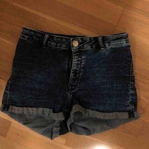 Söta shorts från H&M som jag har växt ur, sitter fint och är perfekta på sommaren. an mötas upp i Malmö, annars står köparen för frakt!❤️