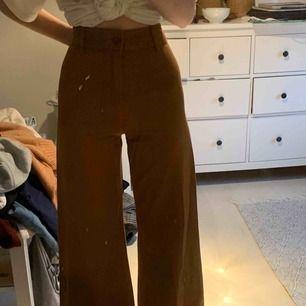 Snygga jeans från hm, aldrig använda!  Köparen står för frakten