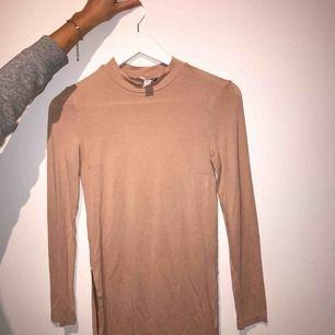 Långärmad tröja med slits Betalningssätt: Swish Kan mötas upp i sthlm eller fraktar☺️