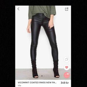 Oanvända faux-leather byxor från vila, lappen kvar 😊😊😍😍