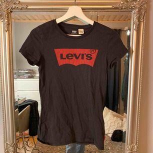 T-shirt från Levis ⭐️ använd fåtal gånger