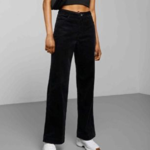 Säljer dessa superfina manchester byxor från weekday i bra skick och är storlek 36❤️ de heter Livaia Chord Trousers