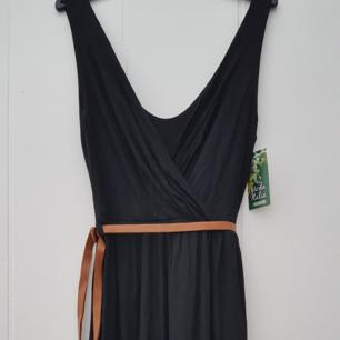 Perfekt till nyårsafton! Helt ny klänning. Fantastiskt skön material. Stl S. Finns i Kållered postas mot porto