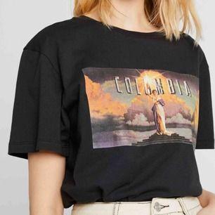 En skitsnygg tröja med tryck. Kan skickas med post men då står köparen för frakten! 😇
