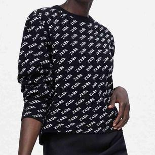 Stickad tröja från Zara. Säljer pga att den aldrig används. Använd en gång. Jätteskönt material, inte stickig alls. Ganska liten i storleken (skulle säga M) och smått cropped. Priset är förhandlingsbart. Köparen står för frakten.
