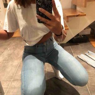 Blå jeans från ginatricot i storlek S. Köparen står för frakt☺️