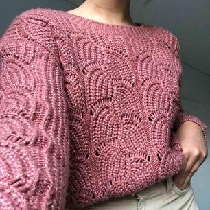 Rosa/brun stickad tröja från ginatricot. Använd ett fåtal gånger. Köparen står för frakten🥰