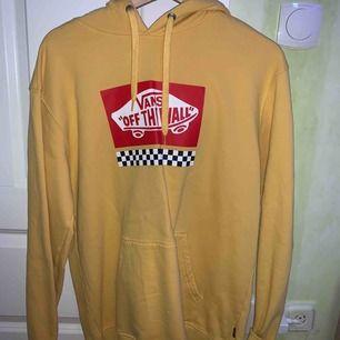 Vans hoodie från Carlings originalpris låg runt 600kr. Super skick!